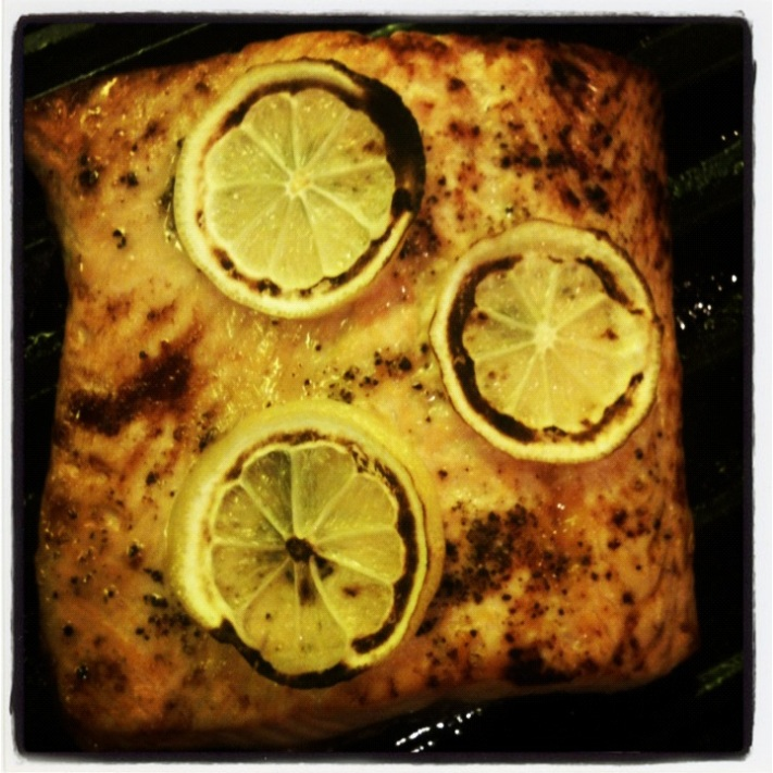 Broiled Honey Salmon with Lemon-Dill Tzatziki Sauce (pes, gf)